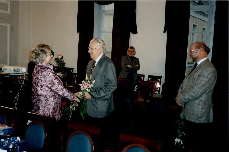 70-aastast Valve-Liivi Kingiseppa õnnitlemas (2005)