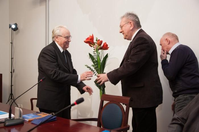 Arvo Krikmann juubliari õnnitlemas (2012)