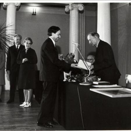 Arnold Kaske õnnitlemas (1970)