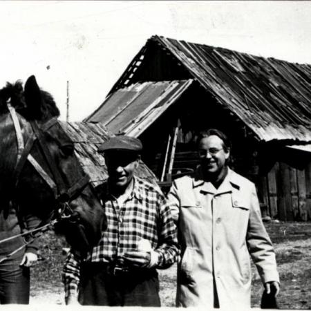 Liivlaste juures. Fotol Alberts Kreistiņš ja Huno Rätsep (1976)