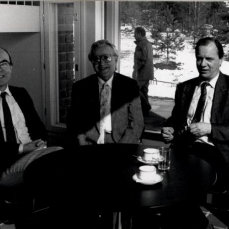 Professorid Alpo Räisänen, Huno Rätsep, Ilkka Savijärvi Jyväskylä ülikoolis (1989)